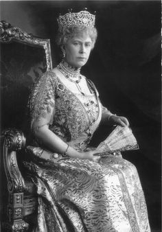 Queen Mary in her emerald Delhi Durbar parure