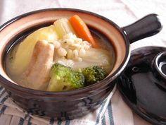 こんばんは、ゆうです。  今回は汁物料理がテーマ。 昨日より絶賛開催中、オカザキッチンさんの冬企画「漢汁祭」参加メニューです。  ごろっと大きめ具材。食事感のあるスープです。    圧力鍋で作るので、手間無く短時間。お肉も野菜もスプーンで切れる軟らかさです。 私の中で最近ブーム、...