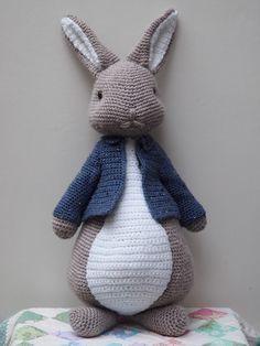 Crochet Teddy Bear Pattern, Crochet Rabbit, Crochet Patterns Amigurumi, Crochet Dolls, Knitting Patterns Free, Free Pattern, Crochet Octopus, Peter Rabbit, Crochet Animals