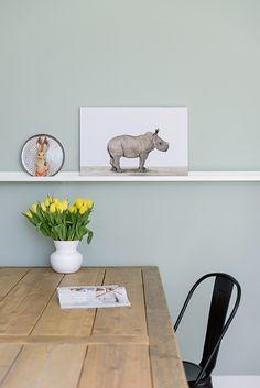 Mooie foto van baby neushoorntje, afgedrukt op  hout, canvas of iets anders. Staat mooi in elk interieur, maar met name op de kinderkamer komt deze afbeelding goed tot zijn recht.