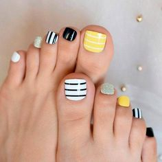 Explore trendy and classy, cute and elegant toe nails designs for summer and beach vacation. You will love our easy ideas. Yellow Toe Nails, Black Toe Nails, Simple Toe Nails, Toe Nail Color, Pretty Toe Nails, Cute Toe Nails, Summer Toe Nails, Nail Colors, Spring Nails