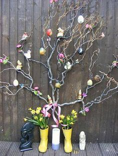Wonderful idea for an ostara altar- decorated, ornamented tree Wicca Witchcraft, Wiccan, Magick, Pagan Altar, Vernal Equinox, First Day Of Spring, Beltane, Decoration, Creative
