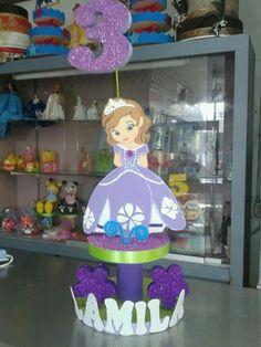 Princesita Sofía decoración... Sofia The First Birthday Cake, Princess Sofia Birthday, Pink And Gold Birthday Party, Disney Princess Party, Girl Birthday, Diy Birthday Decorations, Birthday Party Themes, Princesa Sophia, Mickey Mouse Birthday