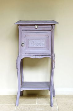 I just have to say that I adore Emile, a warm lilac color, of Annie Sloan's Chalk Paint!