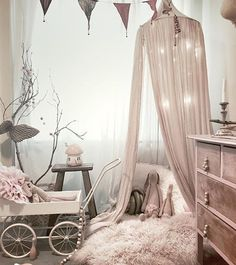 Have you ever seen a more beautifully styled room?? By @bellalulu_styling  #ontrendbloggers #flatlay #kidsdecor #kidsroom #kidsfashion #kidsstyle #nursery #interior #boysroom #girlsroom #blogger #kidsdecor #kids #interiordesign #interiorinspiration #babystyle #kidsstyle #babystyle #babyroom #instababy #monochrome #stylist #interiordesign #nothingisordinary #interior #homedesign #decor