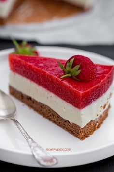 White Chocolate and Strawberry Mousse Cake Polish Desserts, Polish Recipes, Sweets Recipes, Baking Recipes, Cake Recipes, Yummy Treats, Sweet Treats, Yummy Food, Summer Cakes
