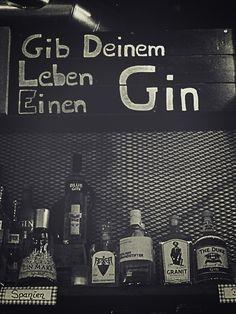 juniqe poster das bekommen wir gin hahahahaha pinterest gin poster und gin quotes. Black Bedroom Furniture Sets. Home Design Ideas