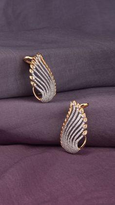 Ali baba Selani Gold and diamond splyer Dubai. Gold Jhumka Earrings, Jewelry Design Earrings, Gold Earrings Designs, Gold Jewellery Design, Necklace Designs, Gold Earings Studs, Dubai Gold Jewelry, Gold Diamond Earrings, Designer Earrings