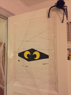Halloween mumie Bat Signal, Superhero Logos, Halloween, Creative, Spooky Halloween