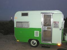 1970 Bell Travel Trailer. This green & white cutie is just 10 feet long. Vintage camper - tiny trailer - caravan <O>