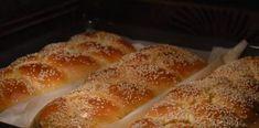 Γλυκά μυρωδάτα τσουρέκια με ζαχαρούχο Hot Dog Buns, Hot Dogs, French Toast, Bread, Breakfast, Recipes, Food, Morning Coffee, Brot