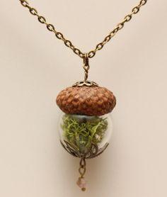 Blüten-Schmuck - ElfenHut *Moos* Kette mit Anhänger Eichel - ein Designerstück von Die-kleine-Wunderkiste bei DaWanda