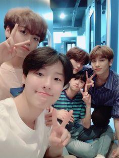 Hyeongjun, Seungyoun, Junho, Dongpyo e Hangyul Miss You Guys, All About Kpop, Quantum Leap, Fandom, Twitter Update, Debut Album, Kpop Boy, Kpop Groups, Korean Boy Bands