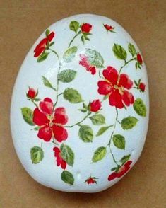 Celebrating RED week in RockStreet Collective . This wonderful rock was posted in the group by Angel and it is his… Seashell Painting, Dot Art Painting, Rock Painting Designs, Stone Painting, Diy Painting, Painted Rocks Craft, Hand Painted Rocks, Painted Stones, Stone Crafts