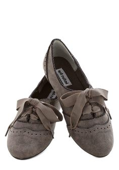 The Act of the Matter Flat in Grey from ModCloth. Saved to Eu Quero!. #ribbon #grey #oxfords.