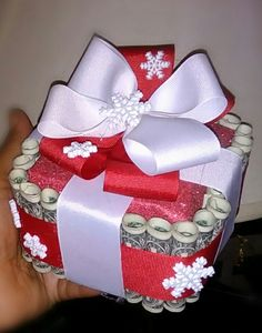 This is a simple gift for little ones. I made this $30 money cake as a Christmas gift.