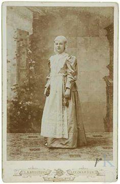 Portret van Wilhelmina van Oranje- Nassau (1880-1962)  Den Haag, RKD (collectie Iconografisch Bureau) 1866-1920 #Friesland