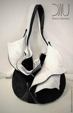 Купить или заказать Орхидея черно-белая в интернет-магазине на Ярмарке Мастеров. 'Орхидея ' Размеры: 60/40/37 см. Очень красивая и удобная сумочка средней вместительности на каждый день. Способ ношения - на плече и локте. Материал - кожа средней плотности. Тип замка - только магнитные кнопки. Внутри - одно отделение и 2 кармана (на молнии и…