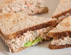 Tuna Salad Sandwich (sandwich au thon) comme à New York Tuna Club Sandwich Recipe, Healthy Sandwich Recipes, Toast Sandwich, Salad Sandwich, Snack Recipes, Cooking Recipes, Tuna Salad Calories, Greek Yogurt Tuna Salad, Cas