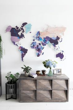 Colorful Push pin world wooden map by GaDenMap. 30 Push Pin FREE. Travel map for wall decor in office room, bedroom, living room, kid's room decorating. Unique gift idea for travelers #mapwallart #homedecor #wallart