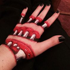 Creepy Hand Illusion Was Made With Markers And Pens
