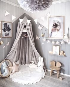 Cute garlands and wooden details, #Scandinursery #scandikids #kidsroominspo