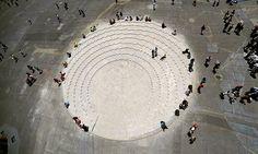 Like a matryoshka doll, Alberto Odériz has used 45.000 breeze blocks to design a temporary public space inside the Zócalo, the main square in the heart of Mexico City.