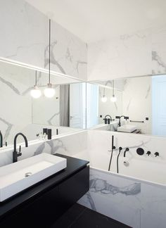Bathroom – Parisian Apartment of – GCG Architects Badezimmer Pariser Apartment von GCG Architects - Marble Bathroom Dreams Bad Inspiration, Bathroom Inspiration, Bathroom Ideas, Bathroom Vanities, Bathroom Organization, Shower Ideas, Bathroom Pictures, Bathroom Inspo, Bathroom Cabinets