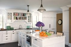 I love the cookbook shelves above the sink!
