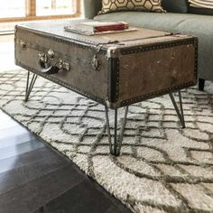 DIY: Suitcase Coffee Table by Dylan Eastman Dylan Eastman created a great tutorial for a DIY project on how to upcycle a vintage suitcase or trunk into a stunning Suitcase Coffee Table. Old Coffee Tables, Diy Coffee Table, Decorating Coffee Tables, Diy Table, Unique Coffee Table, Furniture Makeover, Diy Furniture, Decorating Your Home, Diy Home Decor
