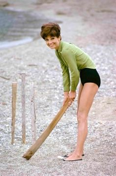 Terry o'neill – audrey hepburn during filming of two for the road, st tropez, 1967 - Modern Audrey Hepburn Images, Audrey Hepburn Born, Terry O Neill, Divas, Kourtney Kardashian, Kardashian Fashion, Hollywood Actresses, Old Hollywood, Classic Actresses