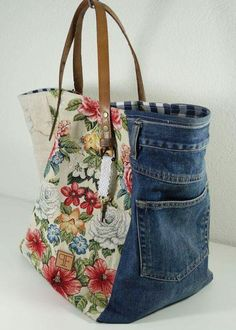 New Snap Shots Sewing inspiration Ideas I love Jeans ! And even more I love to sew my own Jeans. Next Jeans Sew Along I'm planning to di Sacs Tote Bags, Denim Tote Bags, Denim Handbags, Denim Purse, Jeans Denim, Patchwork Bags, Quilted Bag, Jean Purses, Purses And Bags