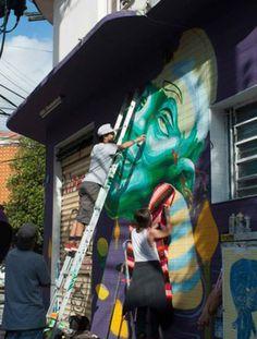 Graffiti: Felipe Primat + Crochet: DoloreZ CrocheZ. Instalado em Rua Artur de Azevedo x Rua Francisco Leitão – Pinheiros – São Paulo/SP.