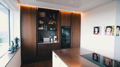 Kitchen Cupboard Designs, Interior Design Kitchen, Kitchen Decor, Home Design, Kitchen Cabinet Handles, Bulthaup Kitchen, Danish House, Urban Home Decor, Kitchens