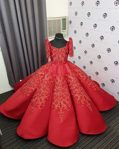 Filipiniana Dress / Balintawak Gown / Filipino Costume / Philippine Terno Debut Gowns, Debut Dresses, Prom Dresses, Formal Dresses, Henna Designs, Modern Filipiniana Gown, Philippines Dress, Kids Gown, Red Gowns