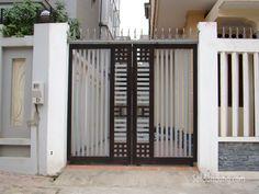 Super garage remodel to bedroom walks 17 Ideas Iron Main Gate Design, House Main Gates Design, Front Gate Design, Door Gate Design, House Front Design, Small House Design, Steel Grill Design, Grill Gate Design, Steel Gate Design