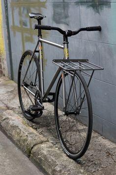 Single Gear Bike, Fixed Gear Bike, Cycling Gear, Bicycle Paint Job, Bicycle Painting, Bici Retro, Bici Fixed, Bicycle Cafe, Classic Road Bike