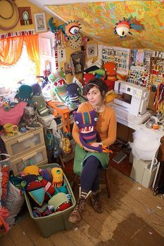 Talk about inspiration! Wild, full of color, awesomely creative, messy, fun.it's beautiful chaos and I love it!--This looks like MY sewing room! Diy Image, Coin Couture, Atelier D Art, Space Crafts, Craft Space, Craft Rooms, Sewing Studio, Sewing Rooms, Art Studios