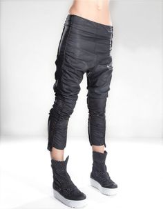 easy wear waxed baggy trousers with elastic net bands Dystopian Fashion, Cyberpunk Fashion, Baggy Trousers, Pants, Post Apocalyptic Fashion, Fantasy Costumes, Future Fashion, Easy Wear, Modern Fashion