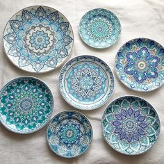 Ideas for Using Ceramic for a Modern Interior Design Dot Art Painting, Pottery Painting, Ceramic Painting, Ceramic Art, Painted Ceramic Plates, Ceramic Tableware, Decorative Plates, Moroccan Plates, Turkish Plates