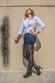 Cool boots, not so sure about the pose. Tight High Boots, Long Boots, High Heel Boots, Riding Boot Outfits, Crotch Boots, Fashion Boots, Fashion Outfits, Botas Sexy, High Leather Boots