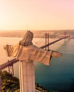 16 Bucket List Things To Do In Portugal For The Most Epic Trip Ever - - Have the best trip to Portugal ever! Beautiful Places To Visit, Cool Places To Visit, Beautiful World, Best Places In Portugal, Visit Portugal, Portugal Travel Guide, Portugal Destinations, Pink Street, Things To Do