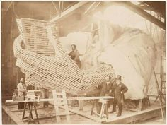Statue of Liberty Being Built in 1883 Construction of the skeleton and plaster surface of the left arm and hand of the Statue of Liberty Tour Eiffel, Rare Photos, Old Photos, Rare Pictures, Liberty Statue, Photos Rares, Liberty Island, New York Harbor, Ville France
