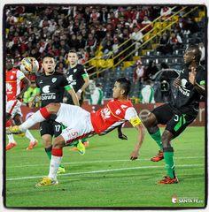 santafe_oficial#DatosDelLeón Yulián Anchico es el séptimo jugador que logra vestir la camiseta cardenal en mas de 300 juegos! ¡Vamos León, Vamos #IndependienteSantaFe!