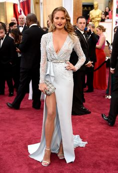 Chrissy Teigen's jaw-dropping thigh-high slit on the #Oscar red carpet