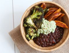 Herbstbowl - leckeres Gemüse aus dem Ofen und Topf. Brokkoli, Süsskartoffeln, Bohnen und Avocado. Ein Traum für alle Vegetarier.