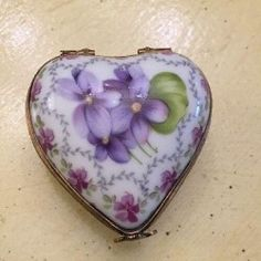 Gorgeous Limoges France Trinket Box Heart shaped hand painted in France. Just a beautiful example Heart Shaped Hands, Sweet Violets, Antique Boxes, Pretty Box, China Painting, All Things Purple, Little Boxes, Dose, Heart Art
