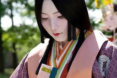 A glimpse of Heian period kimono - junihitoe, a twelve-layered robe.