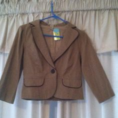 FINAL⚡NEW w tags brown forever 21 blazer .Nice mini blazer cream tan and taupe/ brown colors great big brown button. Super soft & comfortable very nice for casual attire  Very pretty in person ⚡Final sale bundle for additional 20% Forever 21 Jackets & Coats Blazers
