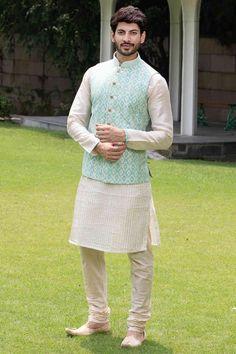Designer raw silk qurta  pathani and sea green brocade waistcoat for indian partywear.#qurta#indianwear#designerwear#indiansuit#eidpathani#pathani#menswear#vest#waistcoat#ethnicworld#indianweddingwear
